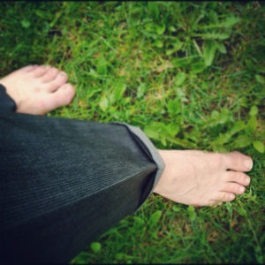 barefoot in grass_600x600